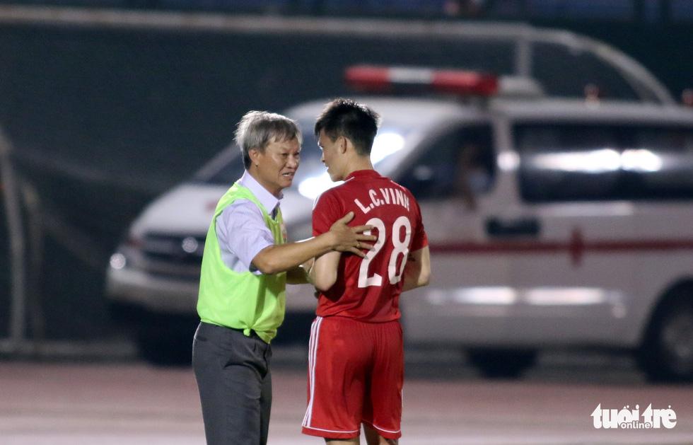 Những hình ảnh cố HLV Lê Thụy Hải với 3 chức vô địch V-League cùng B.Bình Dương - Ảnh 6.