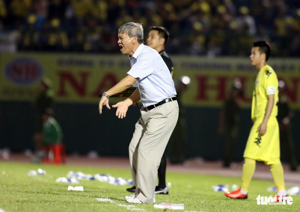 Những hình ảnh cố HLV Lê Thụy Hải với 3 chức vô địch V-League cùng B.Bình Dương - Ảnh 7.