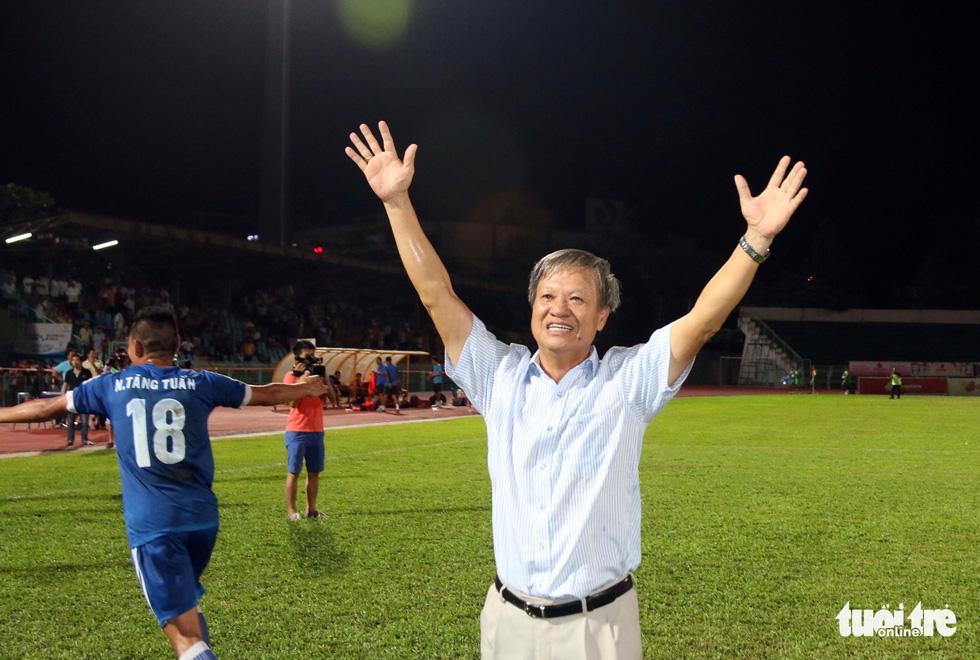 Những hình ảnh cố HLV Lê Thụy Hải với 3 chức vô địch V-League cùng B.Bình Dương - Ảnh 10.