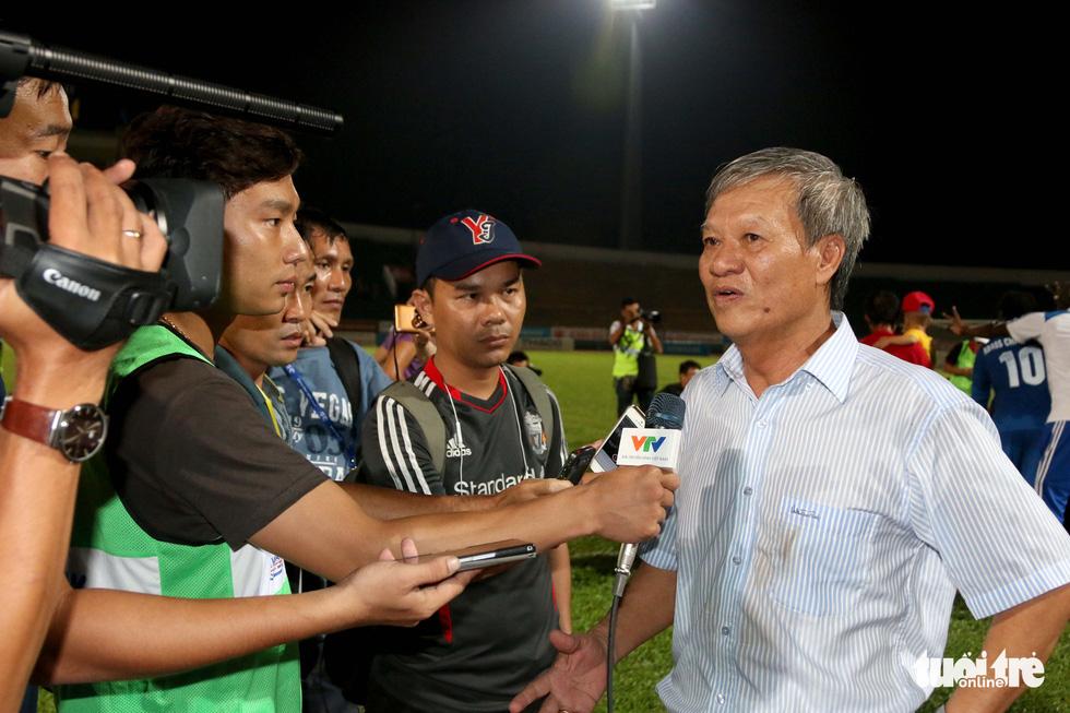 Những hình ảnh cố HLV Lê Thụy Hải với 3 chức vô địch V-League cùng B.Bình Dương - Ảnh 12.
