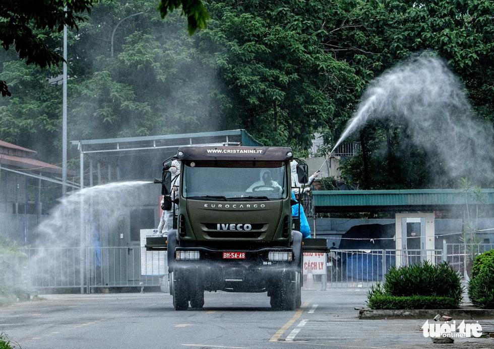 Bộ tư lệnh Thủ đô tiến hành tiêu độc khử trùng Bệnh viện K Tân Triều - Ảnh 6.