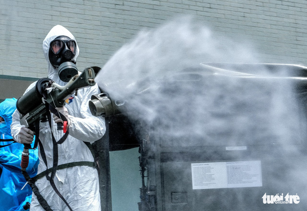 Bộ tư lệnh Thủ đô tiến hành tiêu độc khử trùng Bệnh viện K Tân Triều - Ảnh 4.