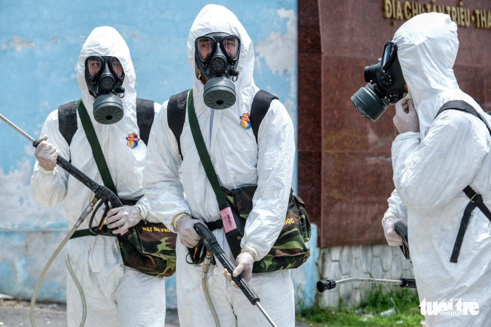 Bộ tư lệnh Thủ đô tiến hành tiêu độc khử trùng Bệnh viện K Tân Triều - Ảnh 5.