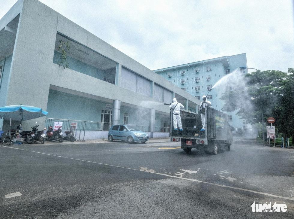 Bộ tư lệnh Thủ đô tiến hành tiêu độc khử trùng Bệnh viện K Tân Triều - Ảnh 7.