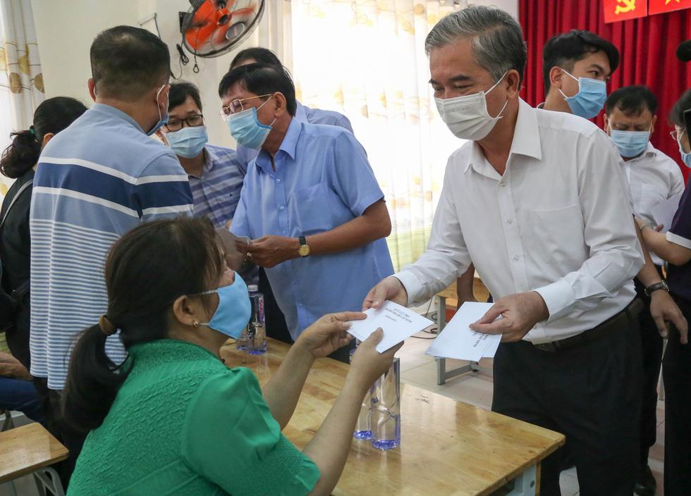 Lãnh đạo TP.HCM hỗ trợ gia đình nạn nhân vụ cháy 8 người chết - Ảnh 3.
