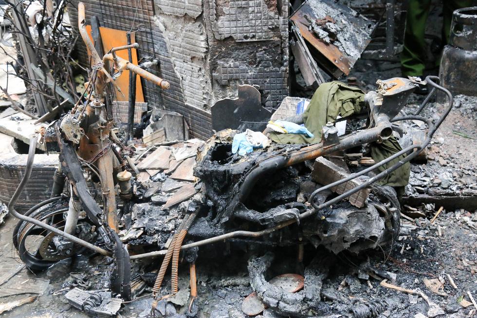 Lãnh đạo TP.HCM hỗ trợ gia đình nạn nhân vụ cháy 8 người chết - Ảnh 7.