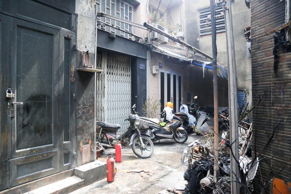 Lãnh đạo TP.HCM hỗ trợ gia đình nạn nhân vụ cháy 8 người chết - Ảnh 6.
