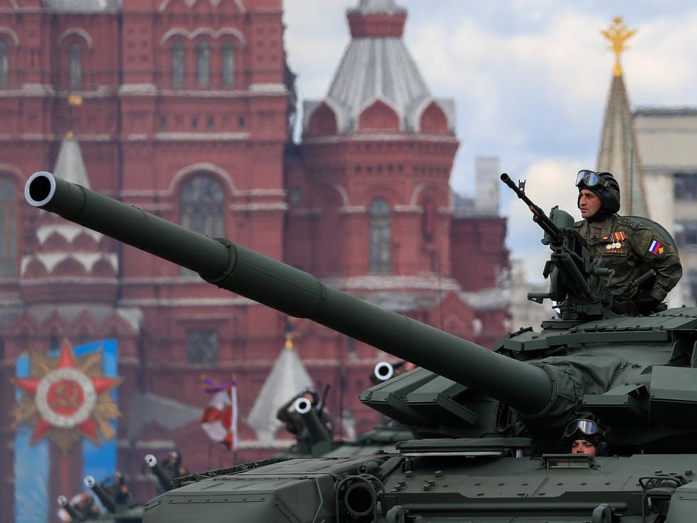 Diễu binh Ngày Chiến thắng ở hàng chục thành phố của Nga - Ảnh 2.
