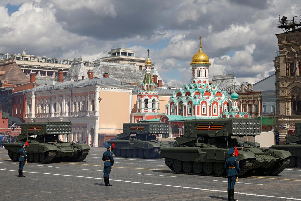 Diễu binh Ngày Chiến thắng ở hàng chục thành phố của Nga - Ảnh 8.
