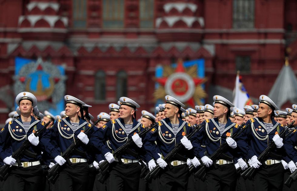 Diễu binh Ngày Chiến thắng ở hàng chục thành phố của Nga - Ảnh 5.