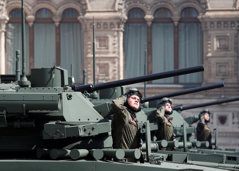 Diễu binh Ngày Chiến thắng ở hàng chục thành phố của Nga - Ảnh 4.