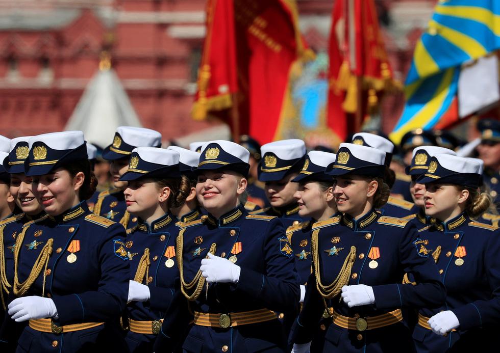 Diễu binh Ngày Chiến thắng ở hàng chục thành phố của Nga - Ảnh 9.