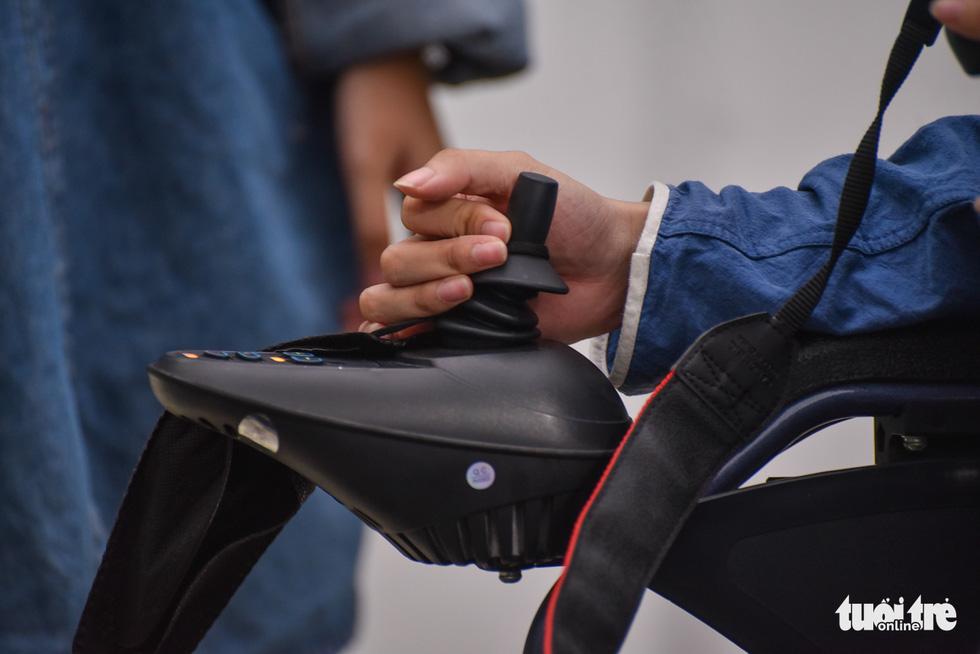 Niềm đam mê nhiếp ảnh trên chiếc xe lăn - Ảnh 10.