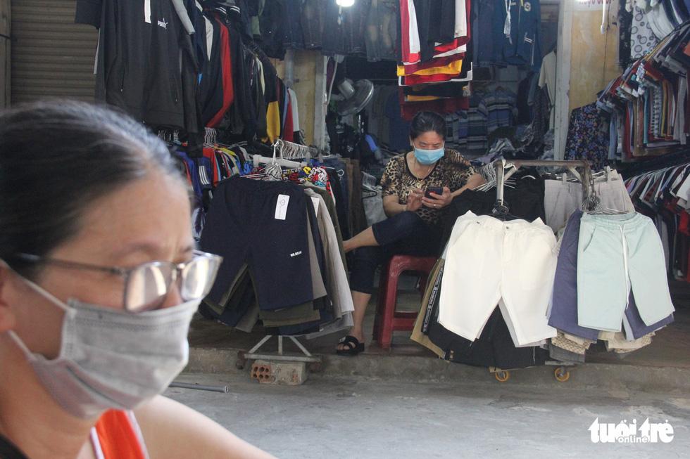 Chợ Đà Nẵng thưa vắng khách trong ngày đầu thu phiếu đi chợ - Ảnh 9.