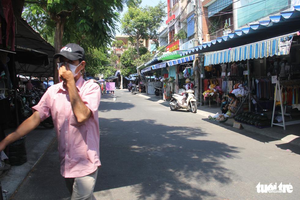 Chợ Đà Nẵng thưa vắng khách trong ngày đầu thu phiếu đi chợ - Ảnh 7.