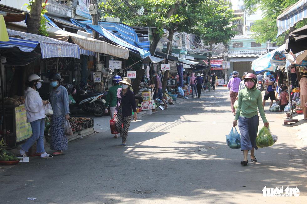 Chợ Đà Nẵng thưa vắng khách trong ngày đầu thu phiếu đi chợ - Ảnh 11.