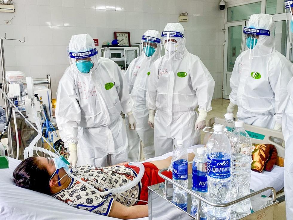 Bác sĩ Chợ Rẫy ở tâm dịch Bắc Giang: Chúng ta đang đi đúng hướng - Ảnh 2.