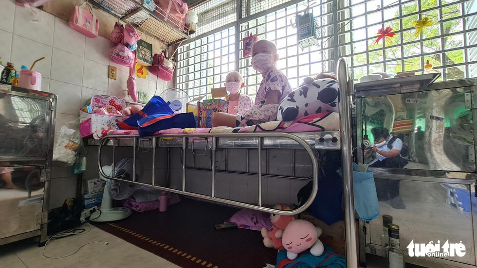Tết thiếu nhi của bệnh nhi ở 10 bệnh viện: Ôi, con mèo này xịn lắm đó - Ảnh 2.