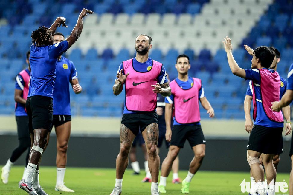 Nhìn Malaysia tập cứ ngỡ một đội bóng châu Âu - Ảnh 2.