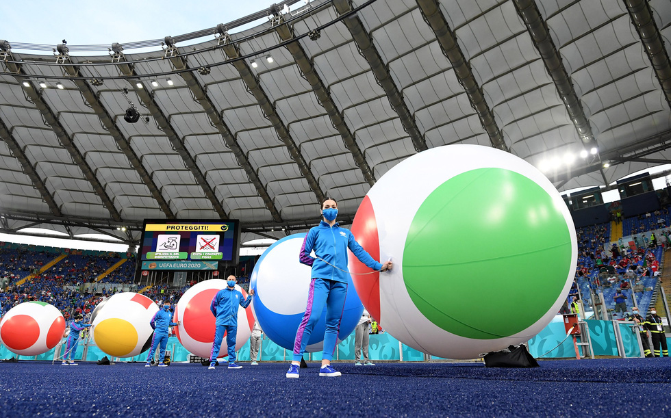 Lễ khai mạc Euro 2020 đơn giản và ấn tượng - Ảnh 2.