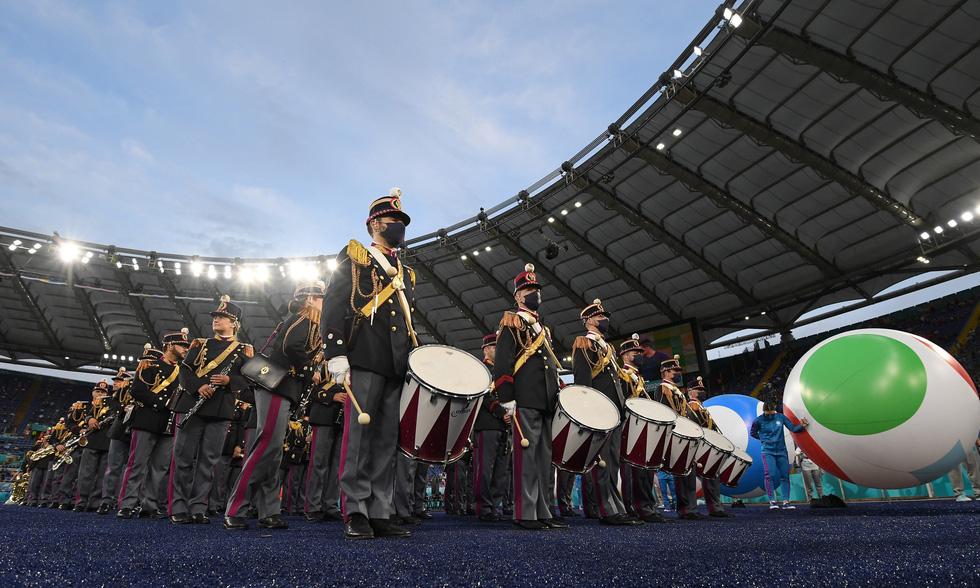 Lễ khai mạc Euro 2020 đơn giản và ấn tượng - Ảnh 3.