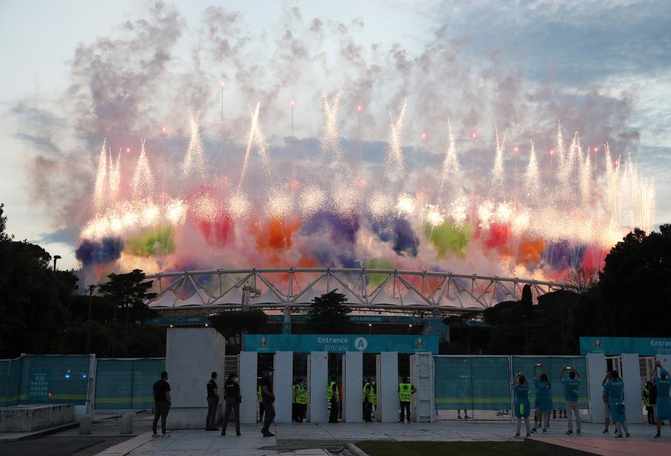 Lễ khai mạc Euro 2020 đơn giản và ấn tượng - Ảnh 1.