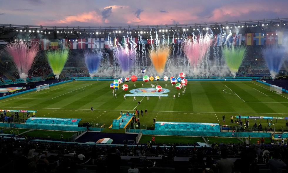 Lễ khai mạc Euro 2020 đơn giản và ấn tượng - Ảnh 9.