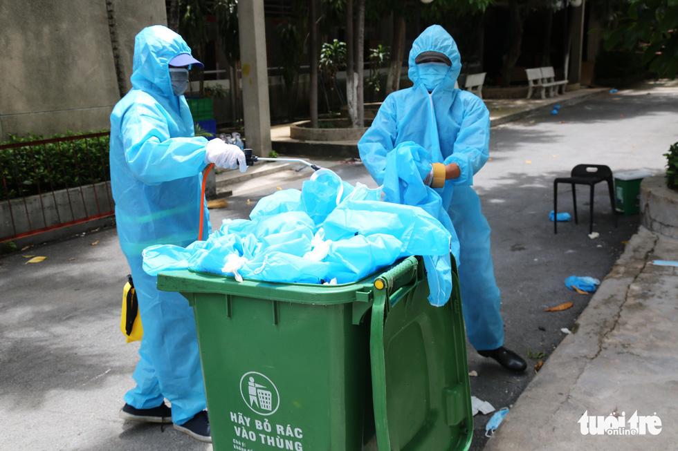 Công nhân vận chuyển rác thải y tế - những chiến sĩ chống dịch thầm lặng - Ảnh 6.