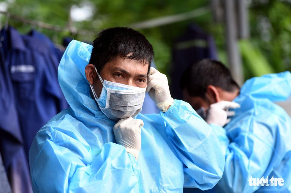 Công nhân vận chuyển rác thải y tế - những chiến sĩ chống dịch thầm lặng - Ảnh 3.