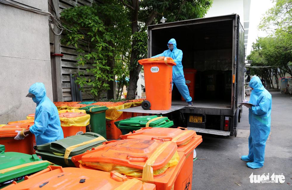 Công nhân vận chuyển rác thải y tế - những chiến sĩ chống dịch thầm lặng - Ảnh 5.