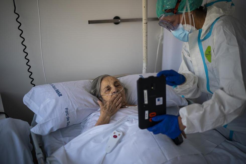 Ảnh người già vật lộn trong đại dịch COVID-19 giành giải báo chí Pulitzer 2021 - Ảnh 7.