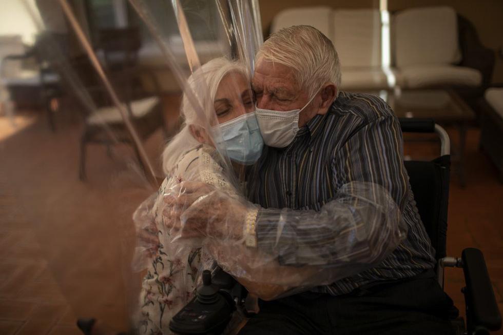 Ảnh người già vật lộn trong đại dịch COVID-19 giành giải báo chí Pulitzer 2021 - Ảnh 2.