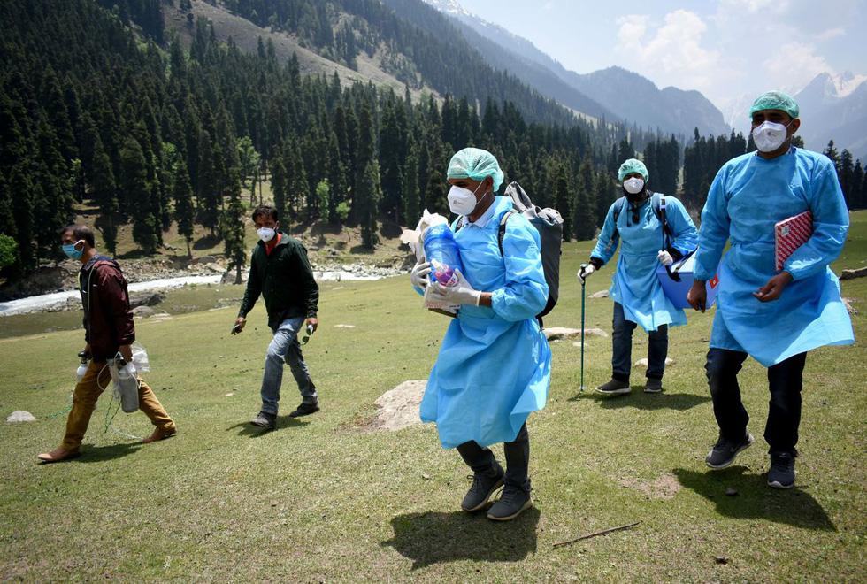 Trèo đèo vượt suối ngày đêm mang vắc xin đến các bản làng Ấn Độ - Ảnh 3.