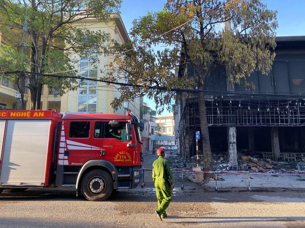 Dân đang xem Euro nghe tiếng nổ, phòng trà lớn cháy dữ dội, phát hiện 6 người chết - Ảnh 2.