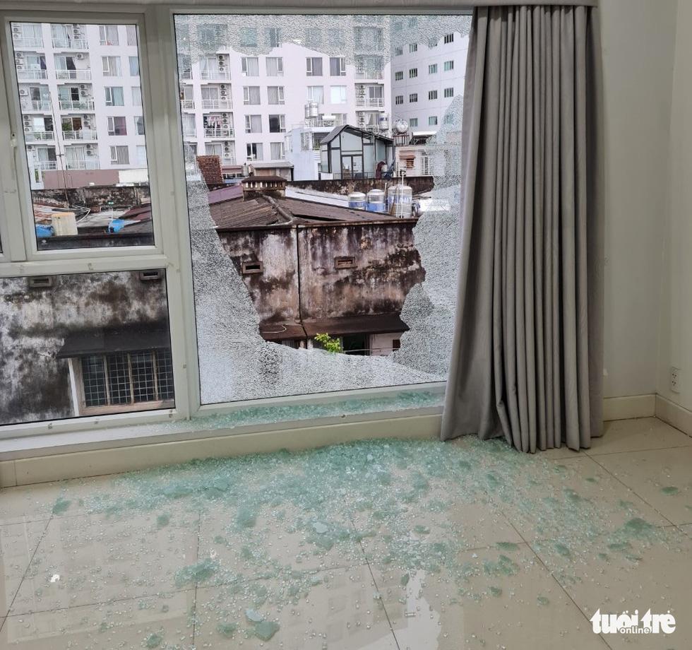 Một căn nhà ở phường Tân Định nghi bị bắn súng nhiều lần - Ảnh 1.