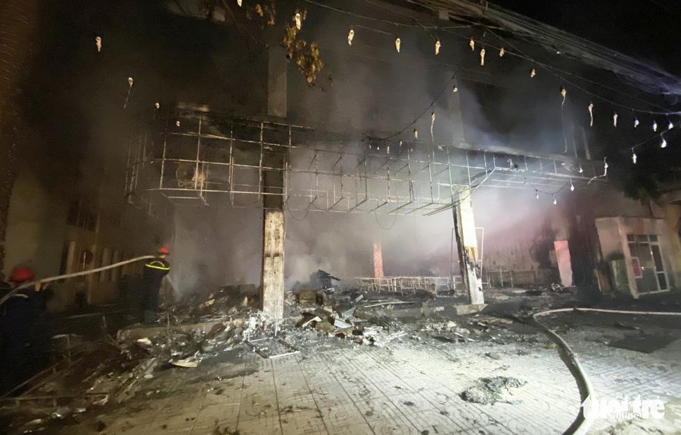 Dân đang xem Euro nghe tiếng nổ, phòng trà lớn cháy dữ dội, phát hiện 6 người chết - Ảnh 10.