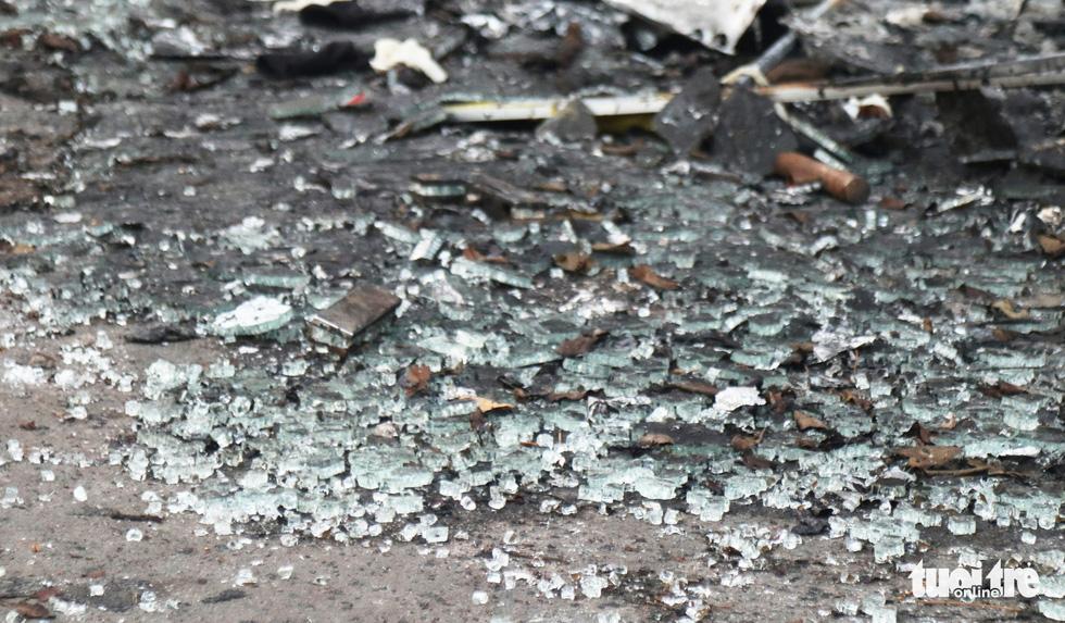 Hiện trường phòng trà tan hoang sau vụ cháy 6 người chết - Ảnh 7.