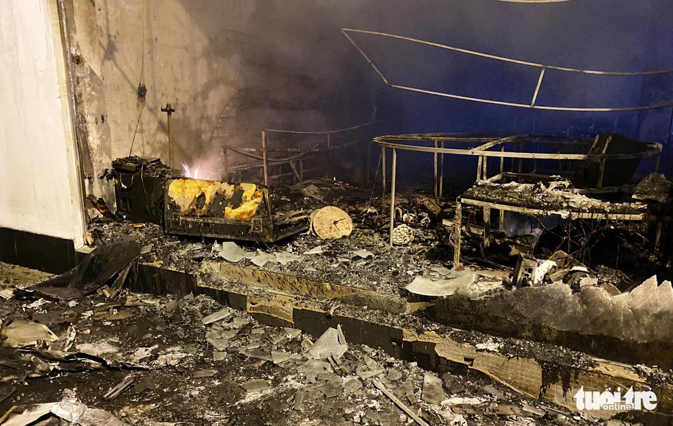 Dân đang xem Euro nghe tiếng nổ, phòng trà lớn cháy dữ dội, phát hiện 6 người chết - Ảnh 9.