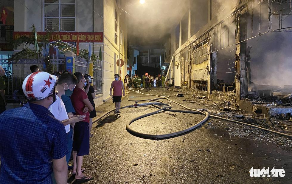 Dân đang xem Euro nghe tiếng nổ, phòng trà lớn cháy dữ dội, phát hiện 6 người chết - Ảnh 5.