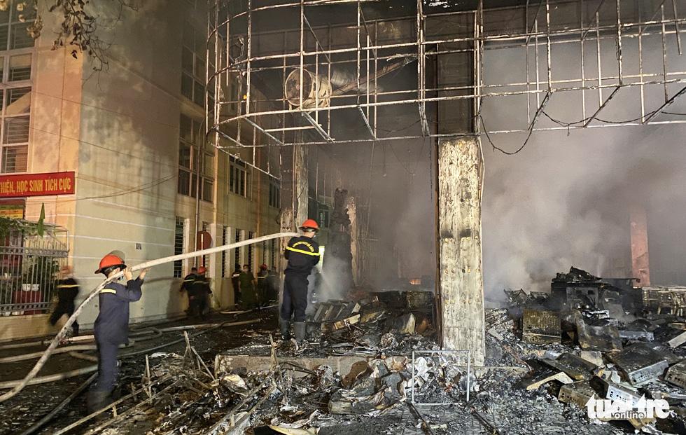 Dân đang xem Euro nghe tiếng nổ, phòng trà lớn cháy dữ dội, phát hiện 6 người chết - Ảnh 1.