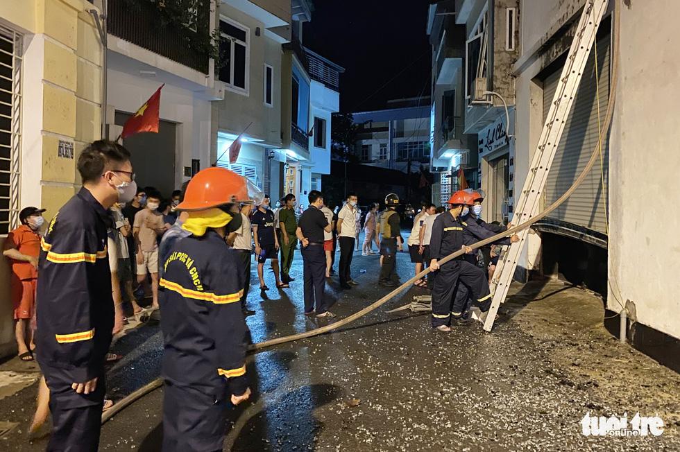 Dân đang xem Euro nghe tiếng nổ, phòng trà lớn cháy dữ dội, phát hiện 6 người chết - Ảnh 3.