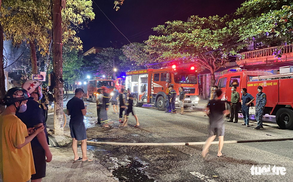 Dân đang xem Euro nghe tiếng nổ, phòng trà lớn cháy dữ dội, phát hiện 6 người chết - Ảnh 6.