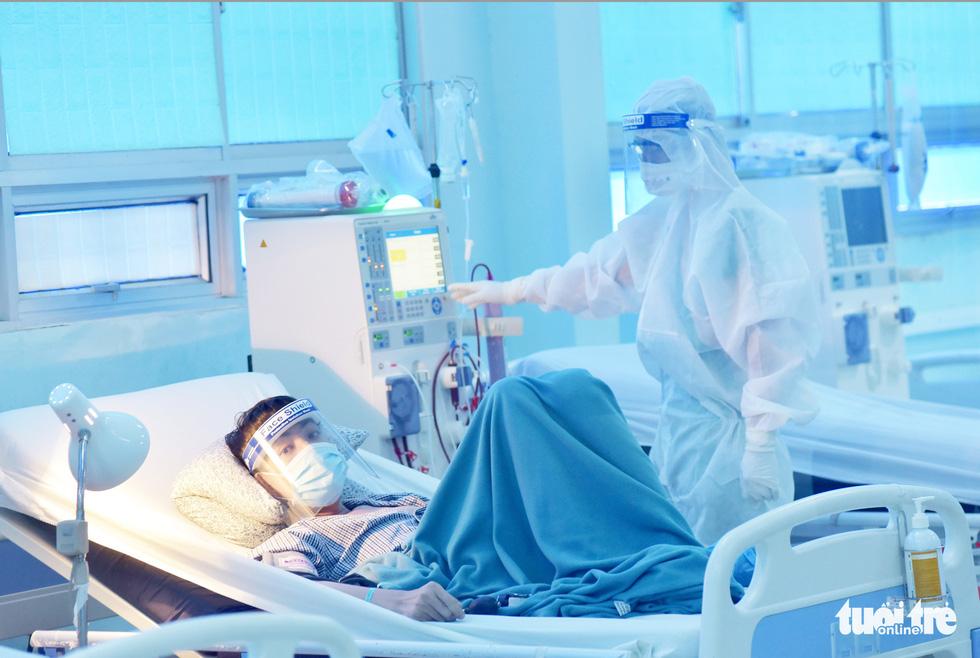 Vào nơi 'chia lửa' điều trị bệnh nhân COVID-19 ở Củ Chi - Ảnh 8.