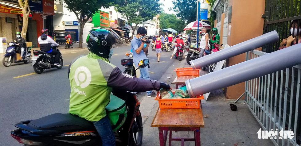ATM lướt ống hỗ trợ người nghèo - Ảnh 7.