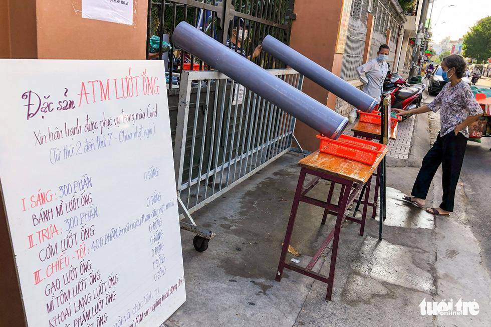 ATM lướt ống hỗ trợ người nghèo - Ảnh 1.