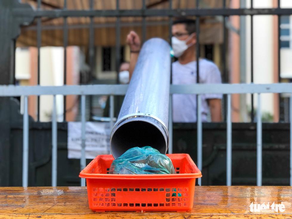ATM lướt ống hỗ trợ người nghèo - Ảnh 4.