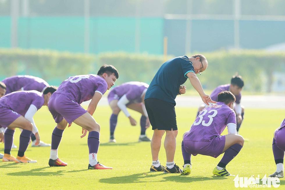Công Phượng, Quang Hải... ngáp khi ông Park cho tập từ sáng sớm - Ảnh 6.