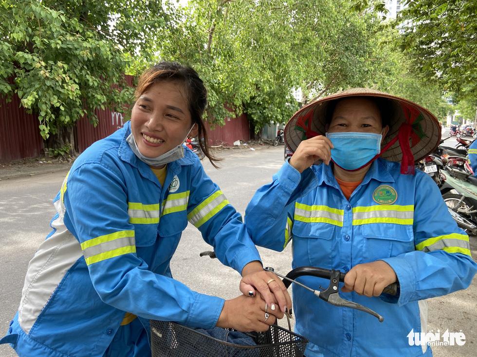 Công nhân môi trường bị nợ lương: 'Được cộng đồng quan tâm, chị em hạnh phúc lắm' - Ảnh 2.