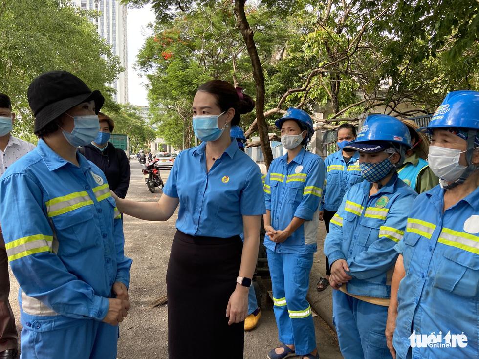 Công nhân môi trường bị nợ lương: 'Được cộng đồng quan tâm, chị em hạnh phúc lắm' - Ảnh 4.