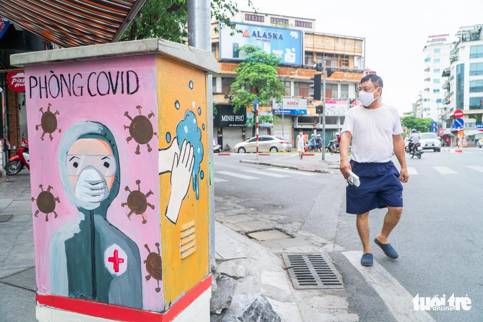 Bốt điện trên phố biến thành tranh cổ động cổ vũ y bác sĩ chống dịch COVID-19 - Ảnh 5.